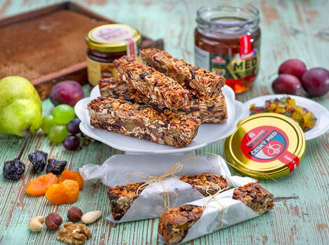 Domácí medovo-ořechové müsli tyčinky
